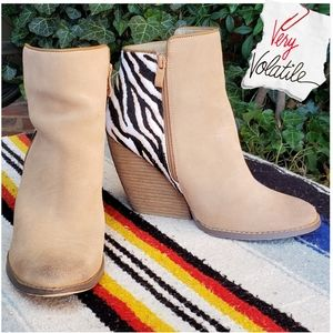 Very Volatile Charla Natural/Tiger Ankle Boots